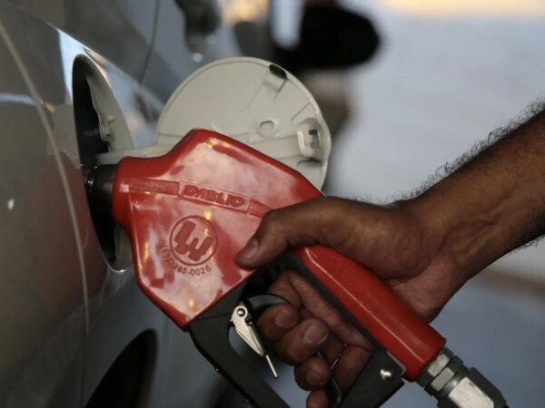 Com o preço dos combustíveis nas alturas, inflação em março é a maior desde 2015