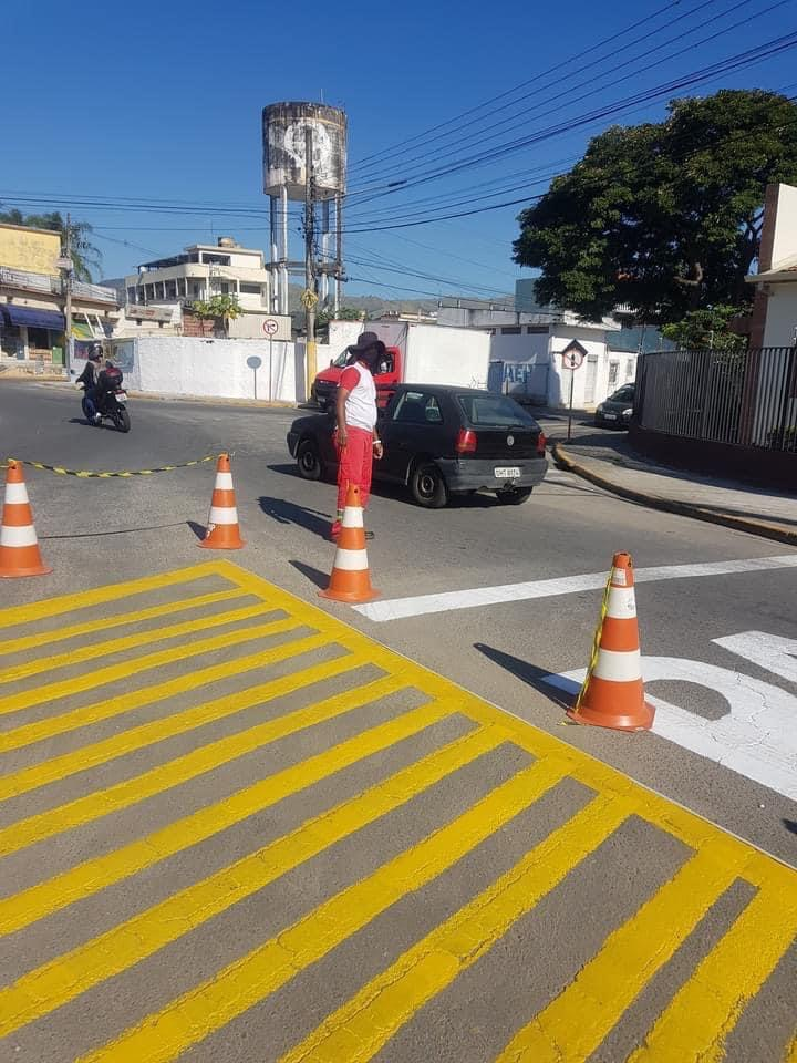 Serviços públicos nas ruas de  Potim