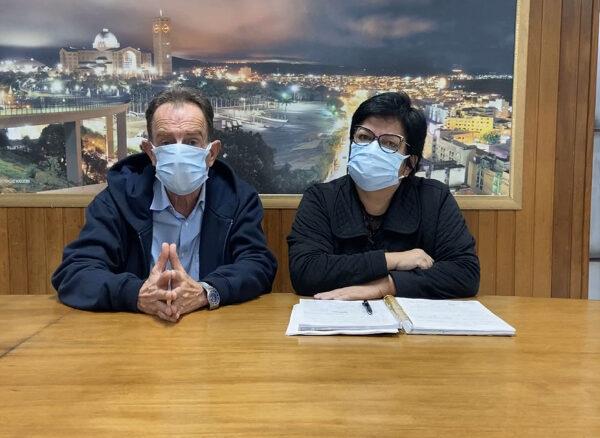 Prefeito de Aparecida, Piriquito, realiza live com a Secretária de Saúde, Simone, sobre a vacinação contra a COVID-19