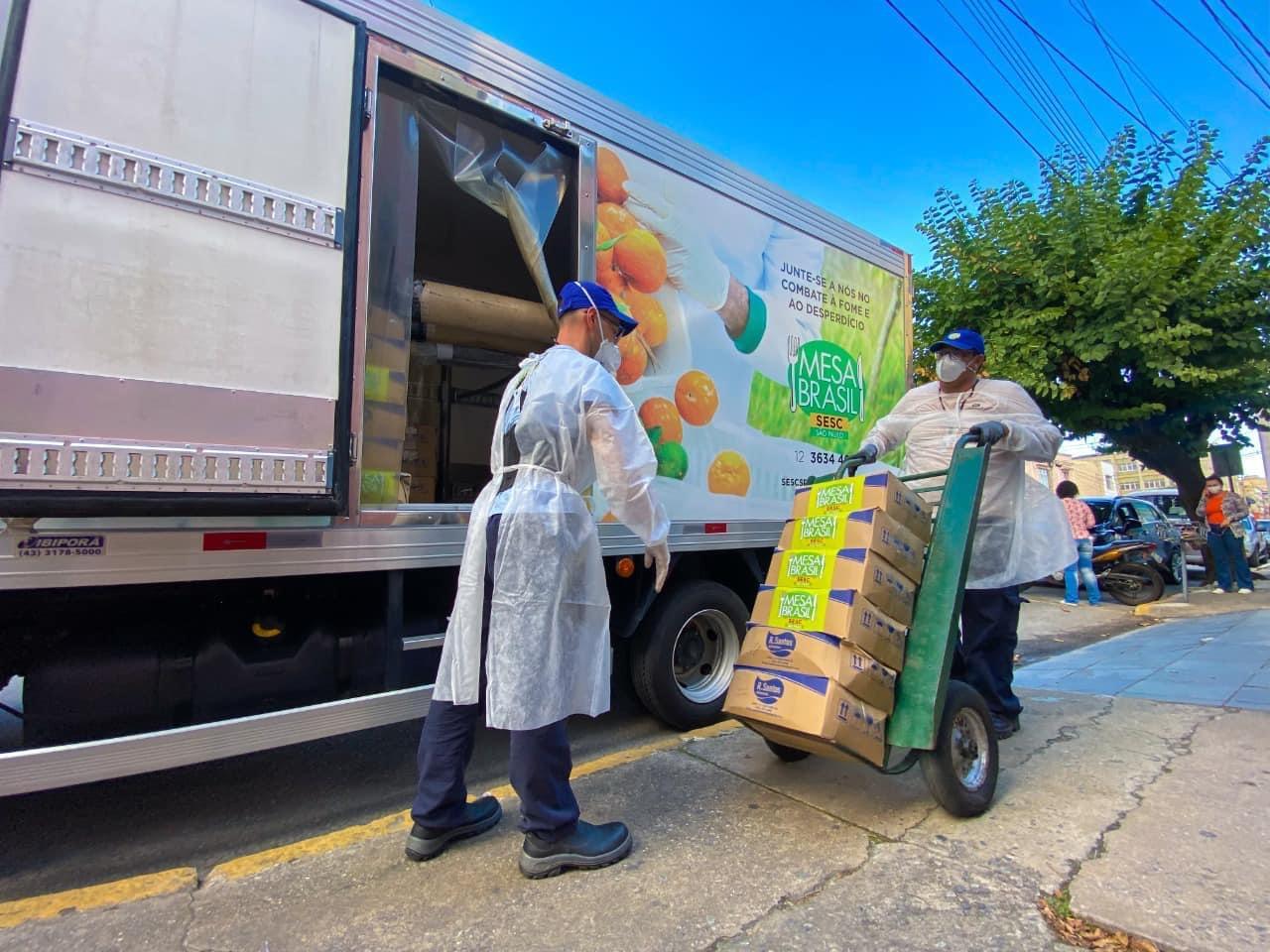 Projeto Mesa Brasil SESC São Paulo doa cestas básicas para Cruzeiro